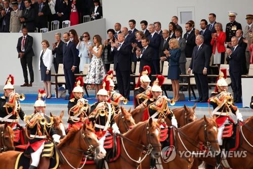 프랑스 대혁명 기념일 열병식에 감동받은 도널드 트럼프 미국 대통령