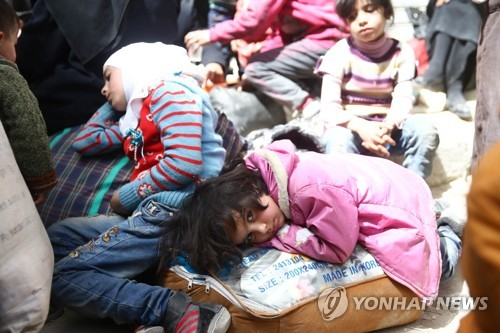 피란길 오른 시리아 동구타 아이들