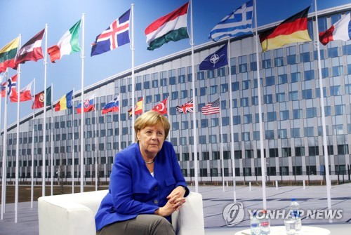 나토 정상회의 참석한 메르켈 독일 총리 [로이터=연합뉴스]