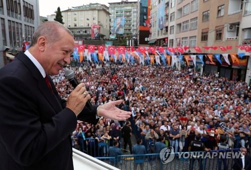 """터키 에르도안 """"새 시장·파트너·동맹 찾는 것으로 경제전쟁에 맞설 것"""""""