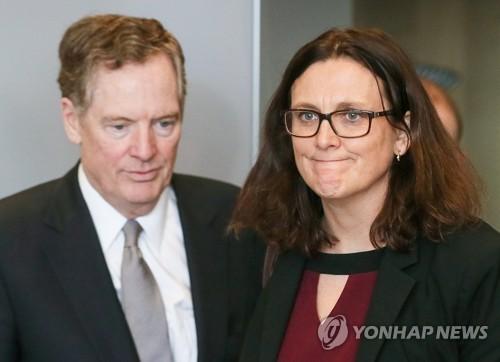 라이트하이저 USTR대표(좌)와 말스트롬 EU집행위원(우) [로이터=연합뉴스 자료사진]