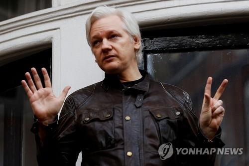 에콰도르, 위키리크스 설립자 어산지 외부소통 차단 일부 해제