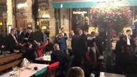 브렉시트 전환기간 연장…메르켈·마크롱, EU 정상회의 첫날 ′심야 맥주 번개′