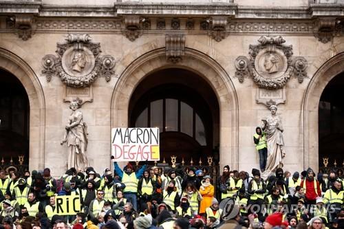 프랑스 '노란조끼' 5차 전국 집회…시위 참가 규모 크게 줄어(종합)