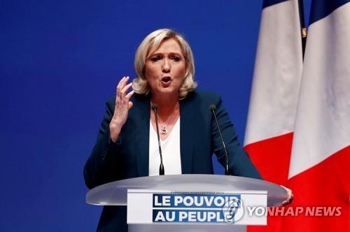 프랑스 극우정치인 르펜, '노란 조끼' 덕에 승승장구