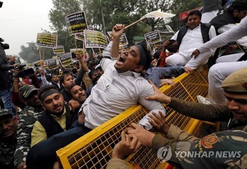 """카슈미르 테러로 인도-파키스탄 관계 급랭…일각선 """"보복"""" 주장"""