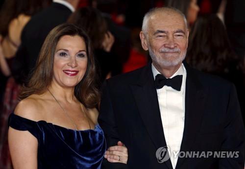 """'차기 007은 여성?' 추측에 제작자 """"제임스 본드는 남성"""""""