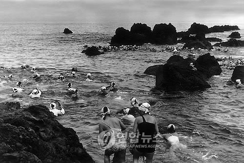 물질 나가는 수백명의 해녀들