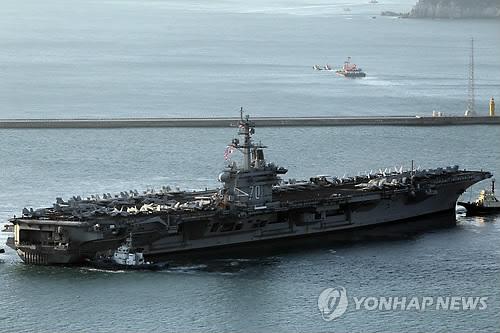BUSAN, 11 janvier 2011 -- Le porte-avions américain USS Carl Vinson (93.000 tonnes) est arrivé ce matin dans le port de Busan pour une escale en Corée du Sud jusqu'au 14 janvier 2011.</p><p>(Yonhap)