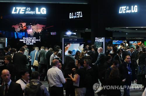 شركة ال جي تكشف النقاب عن الهاتف الذكي LTE في المؤتمر الدولي للجوال  PYH2012022803610088500_P2