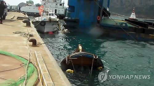 제주해군기지 시공장비 어선과 충돌 3척 피해