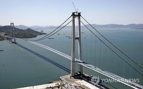 """世界第四长悬索桥""""李舜臣大桥""""开通"""