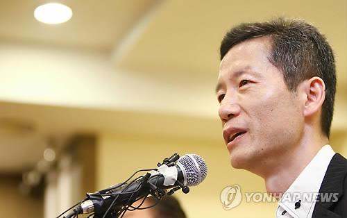 발언하는 북한인권운동가 김영환