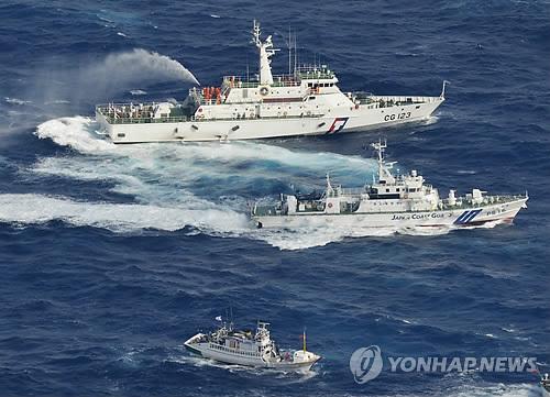 대만 감시선 센카쿠 진입…물대포 충돌