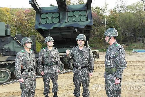 다련장로켓(MLRS) 부대 방문한 합참의장