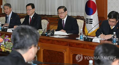 서민생활대책점검회의 모두발언하는 김총리