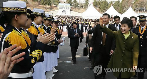 여생도  박수받는 박근혜 대통령
