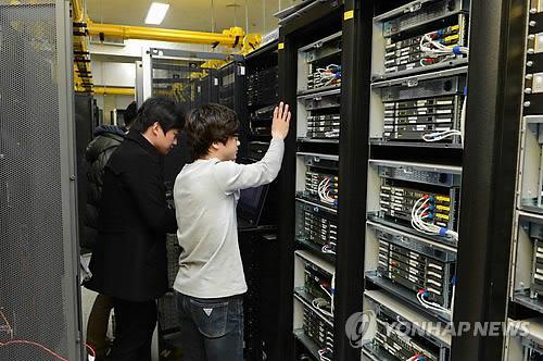 복구 작업 중인 KBS 서버실
