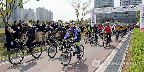 울산 자전거 대축전…1천800명 참여 퍼레이드 펼쳐