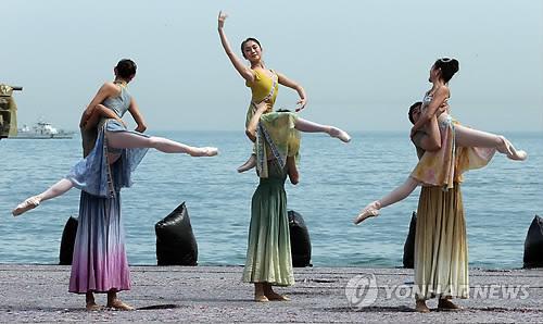 '춤의 바다'…부산국제무용제 <연합뉴스 자료사진>
