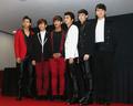 2PM举行记者会