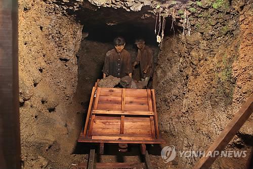 '가마오름 동굴진지' 강제노역 전시물