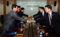 Handshake on Kaesong agreement