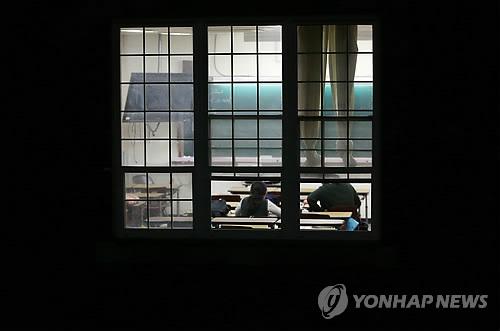 야간자율학습하는 고교생들[연합뉴스 자료사진]