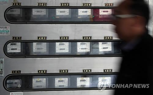 서울의 한 다세대주택 외벽의 전기계량기  [연합뉴스 자료사진]