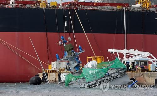 강풍에 침몰한 건조중인 해군 고속함