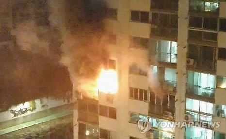 불길 치솟는 아파트