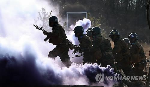 육군훈련소 각개전투 훈련(연합DB)