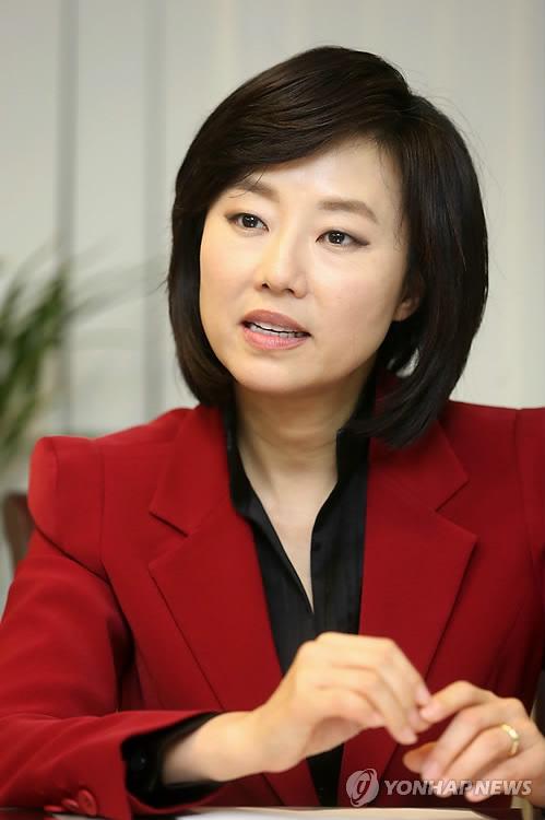 인터뷰 하는 조윤선 여성부 장관