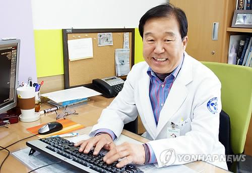 몽골 청소년 무료 수술하는 조현오 원장