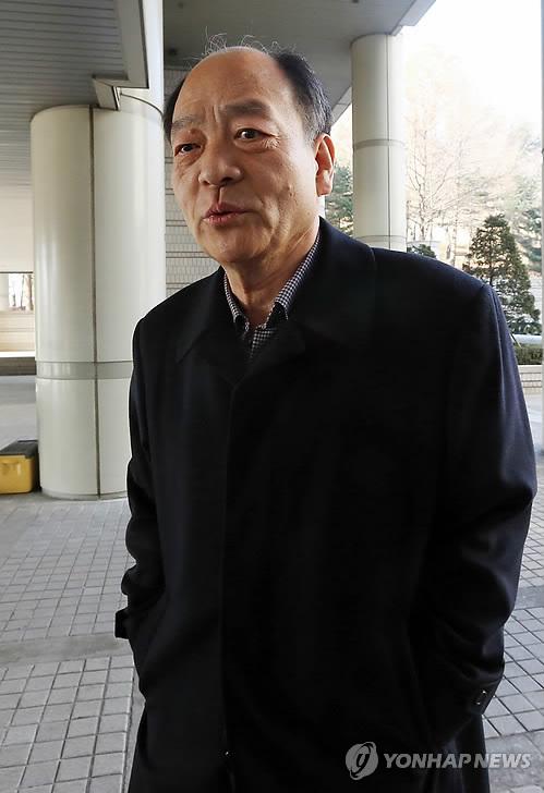 '선박왕' 권혁, 항소심 선고공판 출석