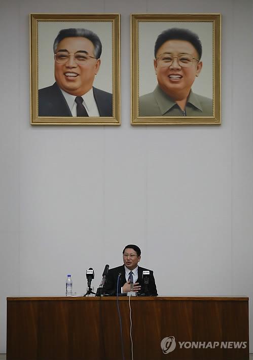 평양서 기자회견하는 김정욱 선교사