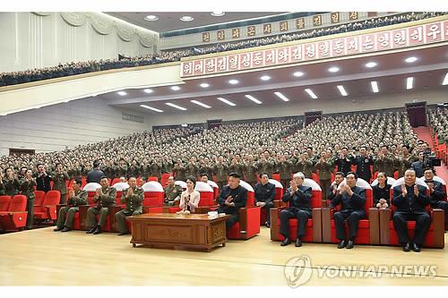北 김정은, 부인·여동생과 모란봉악단 공연 관람
