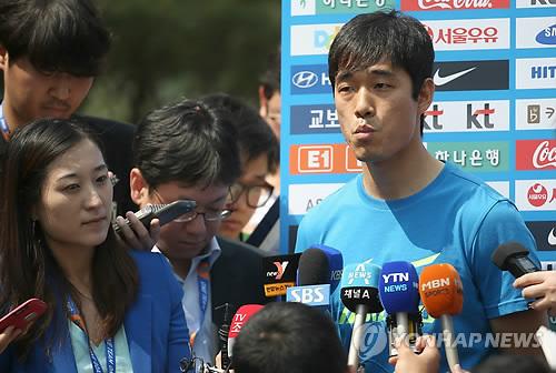 박주영, 특혜 논란에