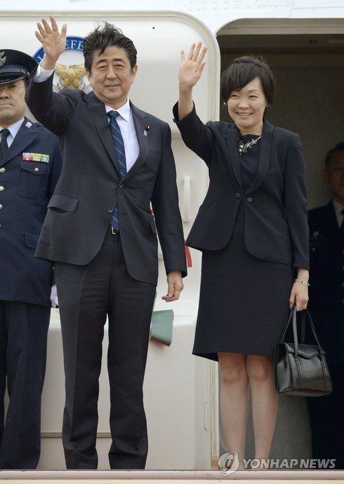 유럽순방위해 출국하는 아베 총리