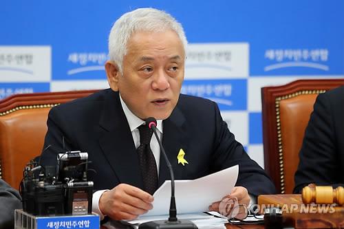 발언하는 김한길 공동대표
