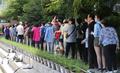 选民排队投票