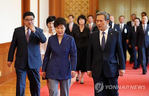 임명식 수여식 마친 박 대통령