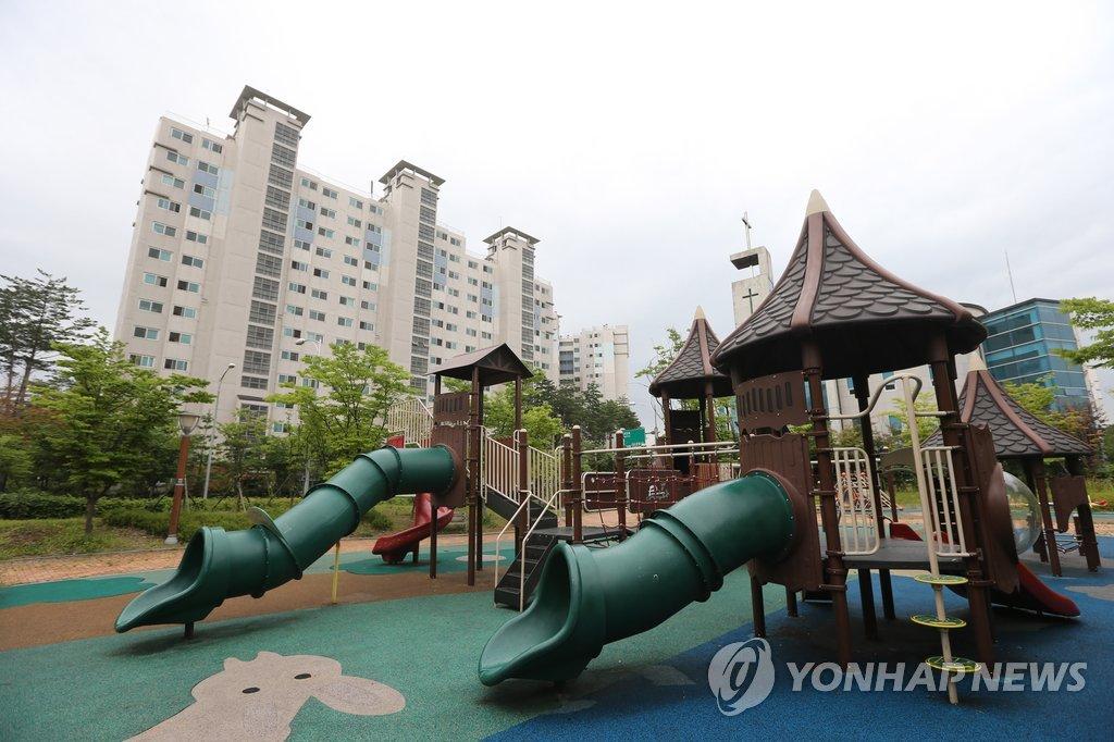 서울 한 아파트 단지의 놀이터
