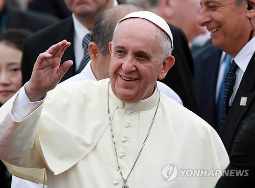 인사하는 프란치스코 교황
