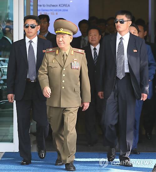 인천공항 도착한 北 황병서 군 총정치국장