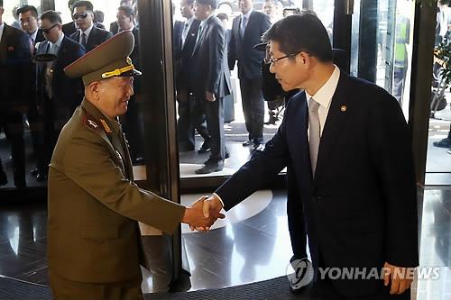 황병서 군 총정치국장과 만난 류길재 장관