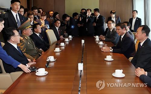 북 고위대표단, 류길재 통일장관과 환담