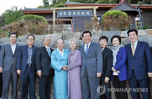 충남 공주 문학인 구심 '공주풀꽃문학관' 개관