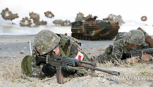 海军陆战队员愹��_演习中的海军陆战队员