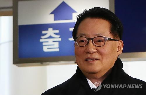 출경하는 박지원 의원